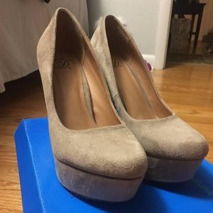 Shoes - Taupe Pumps